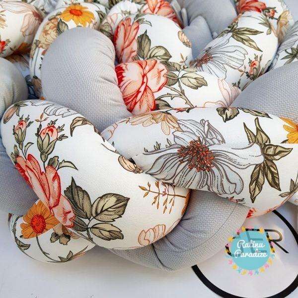 Kokvilnas-apmalīte-bērna-gultiņai-Бортик-Косичка-PUER-exclusive-Flowers-light-gray-(4)