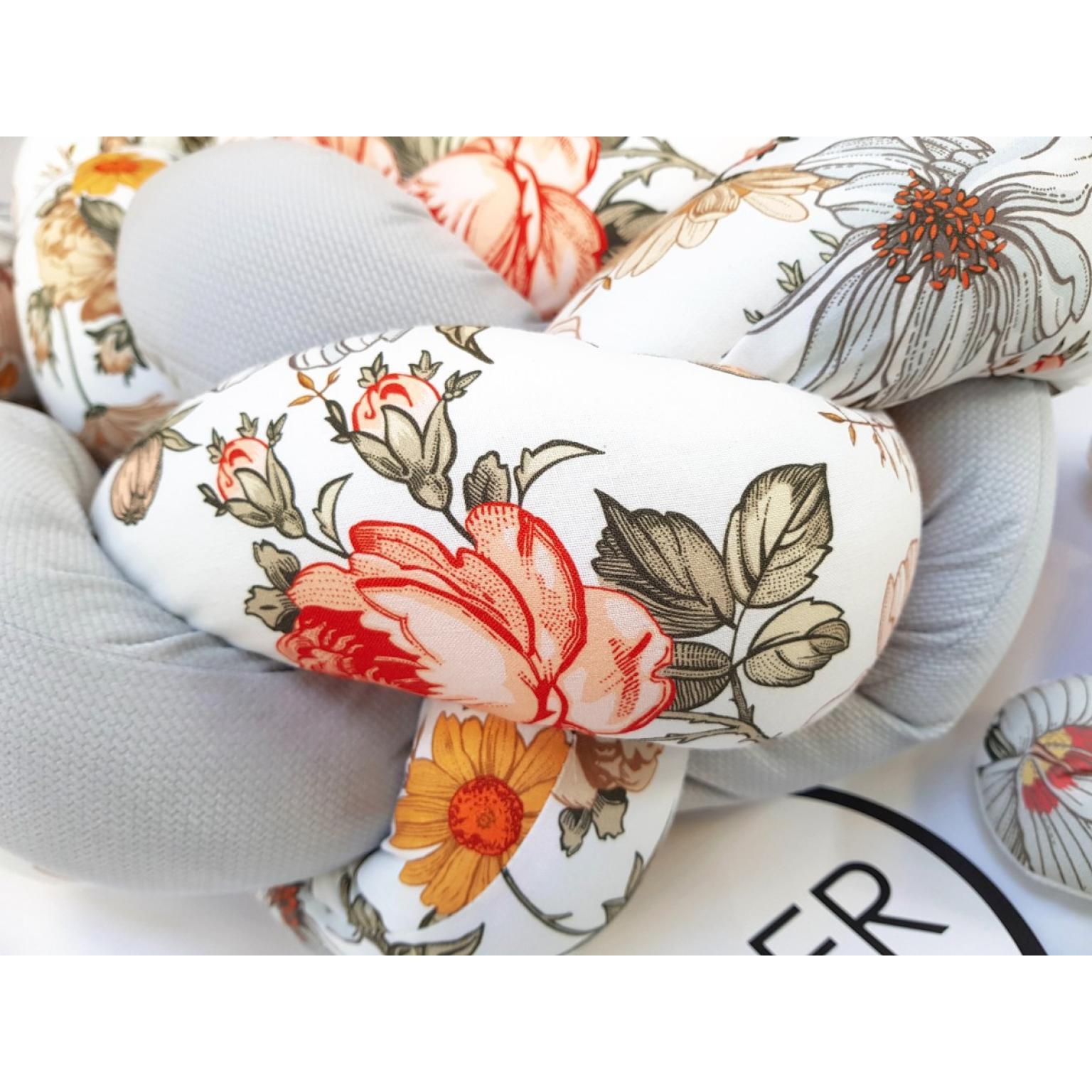 Kokvilnas-apmalīte-bērna-gultiņai-Бортик-Косичка-PUER-exclusive-Flowers-light-gray-(5)